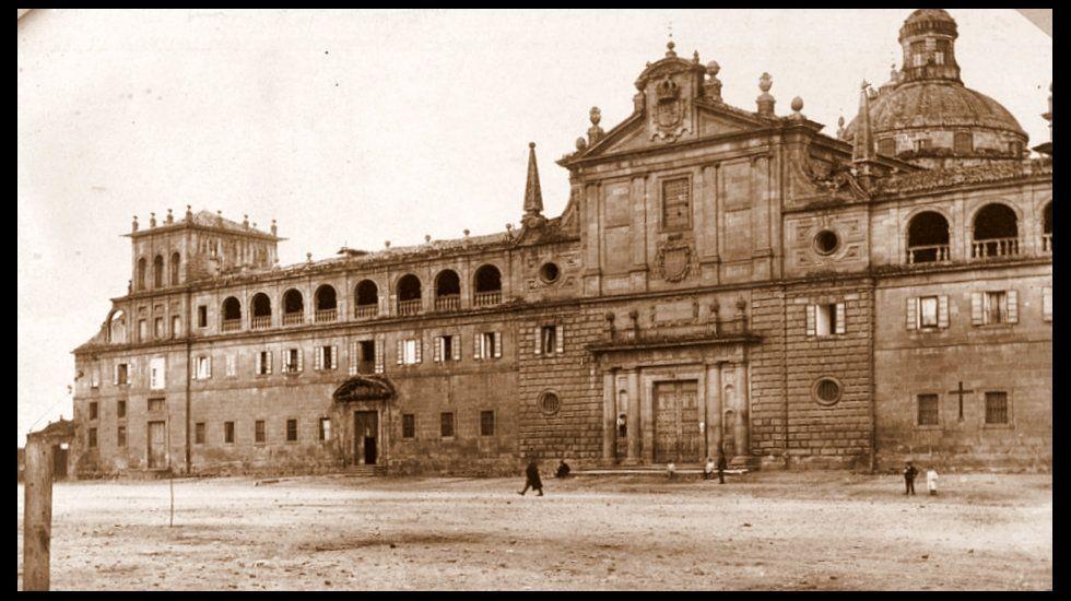 Una foto fechada en 1913 muestra el edificio del colegio todavía inacabado