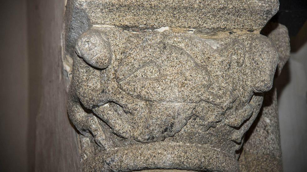 Capiteles en el arco del crucero de la iglesia parroquial de Pinol