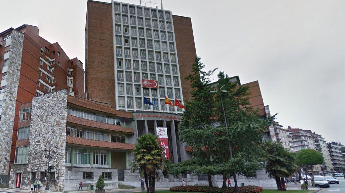 La sede de Duro Felguera.Pastor del Cáucaso