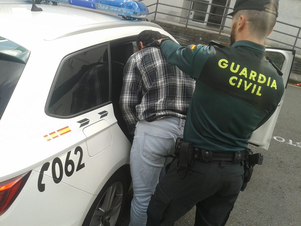 Policía Nacional y servicio secreto estadounidense, aliados contra la entrada irregular de colombianos.Jesús Firvida, uno de los guardias civiles que asistieron a la parturienta en la autopista