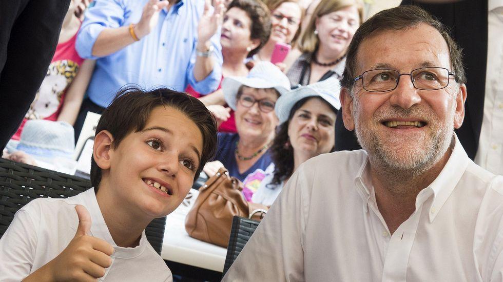 Albert Rivera: «Vamos a ser decisivos para que muchas alcaldías no tengan alcaldes populistas».Iceta y Sánchez bailando durante un acto del PSC en Barcelona, en el 2015