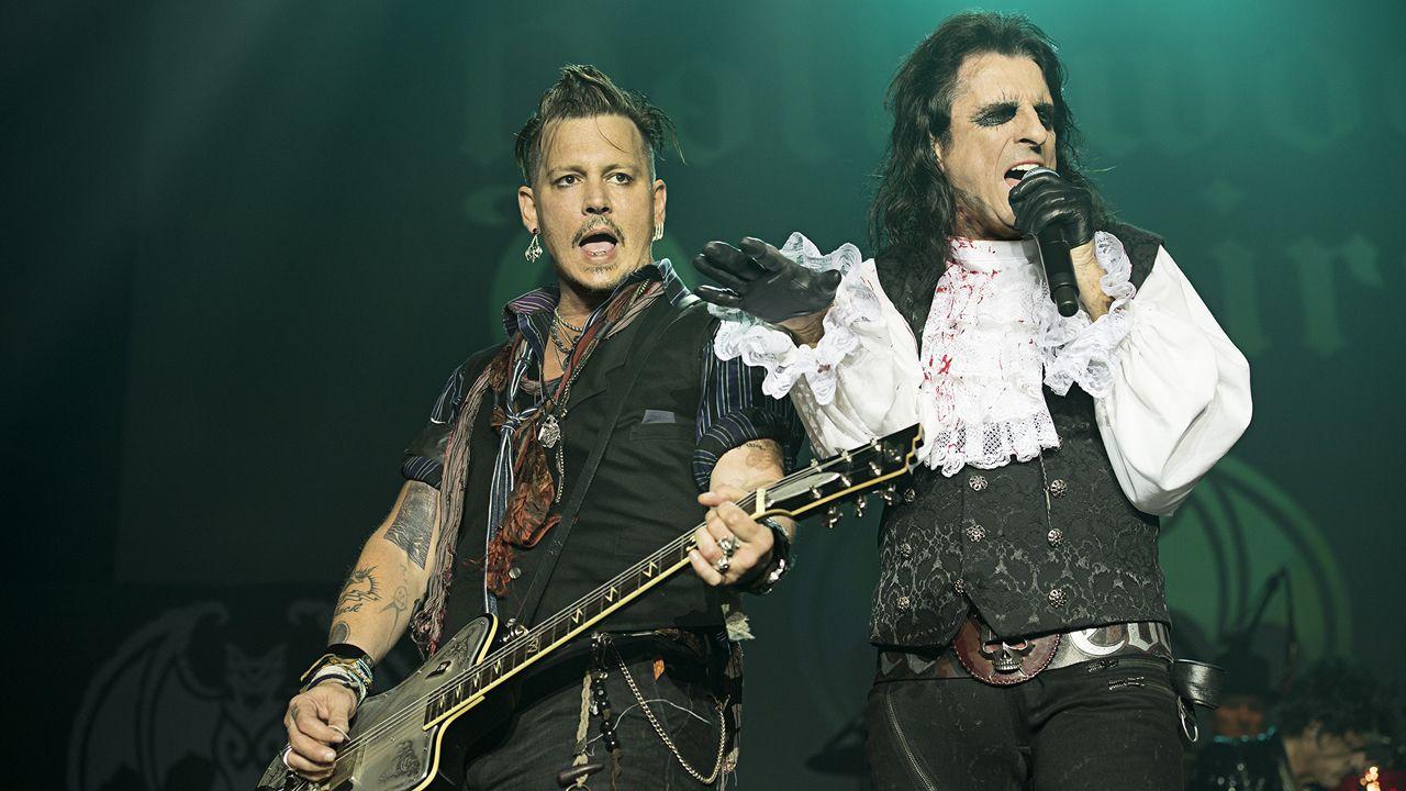 Johnny Depp (izq.) y Alice Cooper en una actuación de Hollywood Vampires. El grupo toca en festivales como Montreux y Hellfest
