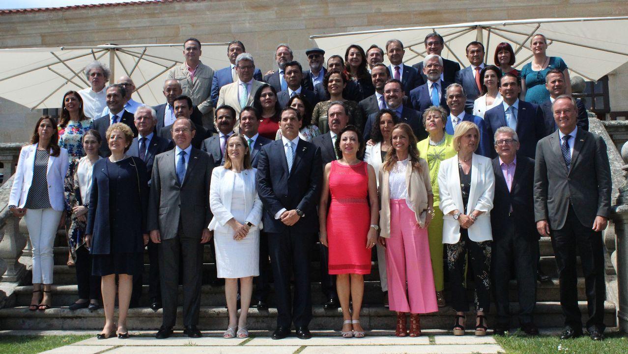 Rajoy en Ribadumia: «No puede haber un referendo, aquí rige la ley».Foto de familia de la cumbre entre España y México en Baiona.