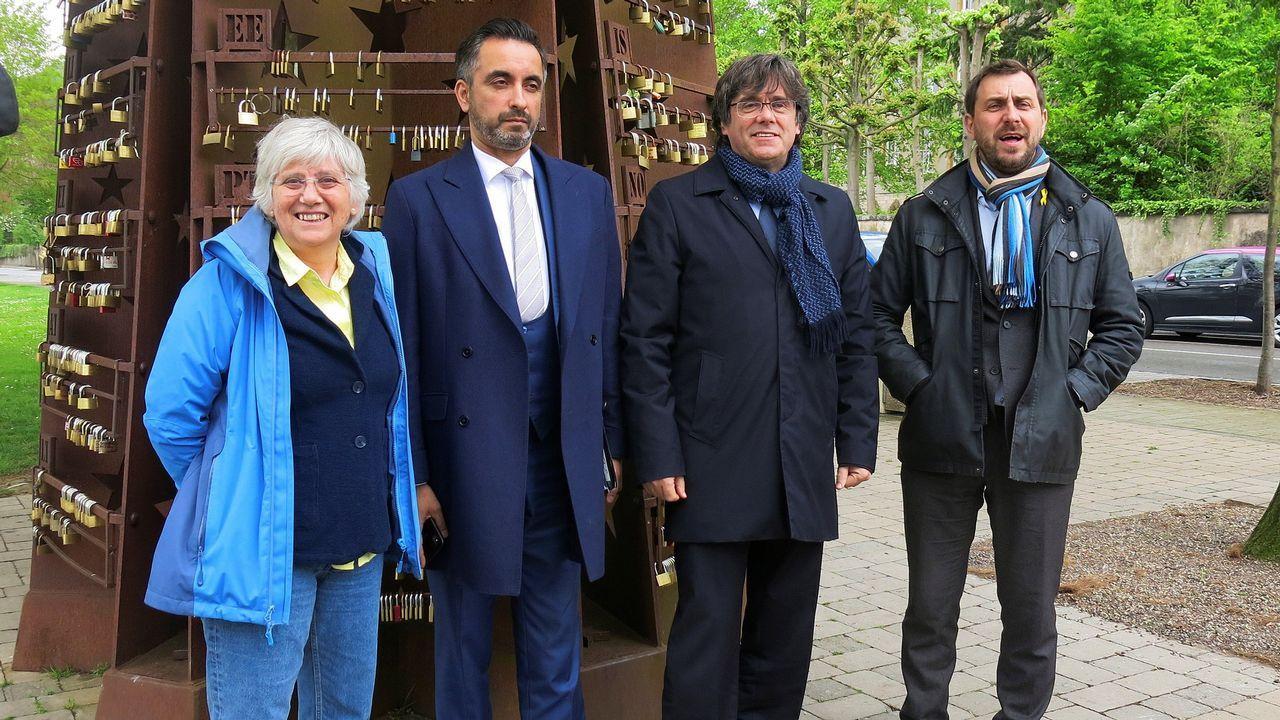El último adiós a Rubalcaba, en imágenes.Puigdemont, junto a los dos otros huidos en Bélgica (en los extremos), y su abogado, en una imagen tomada ayer