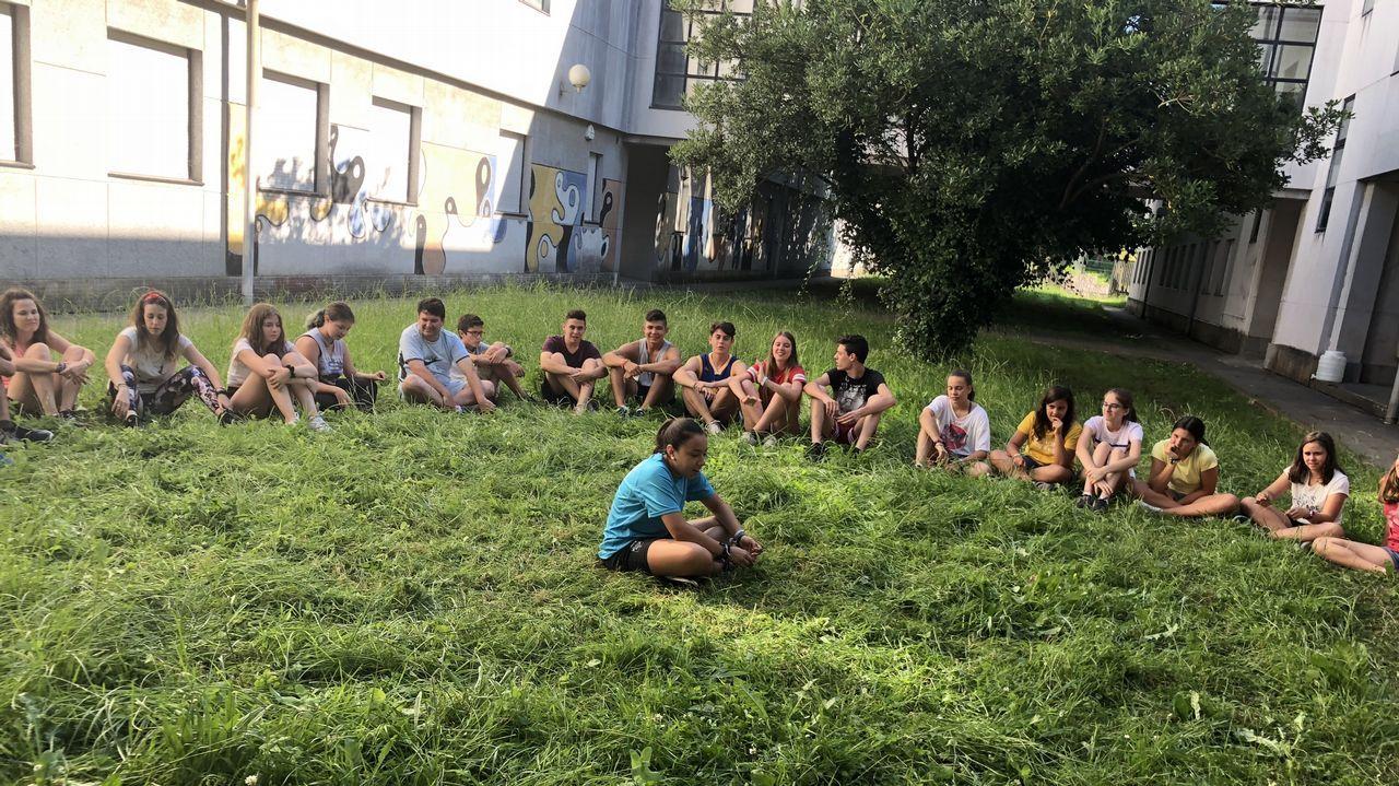 .Con un grupo de sesenta chavales, la asociación cordobesa Proyecto Ulises se alojó en Fimo, el Fernando Esquío (en la imagen) y el pabellón de Pontedeume durante su paso por la comarca para hacer el Camino Inglés
