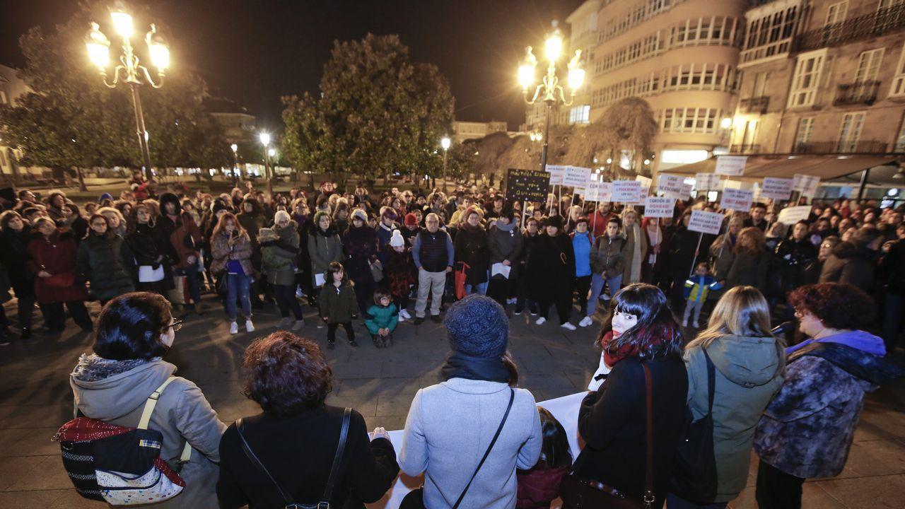   EFE.El Consejo de Igualdad de Oviedo convocó hoy en la plaza del Ayuntamiento una concentración bajo el lema  Nuestros derechos no se negocian. ¡Ni un paso atrás en igualdad