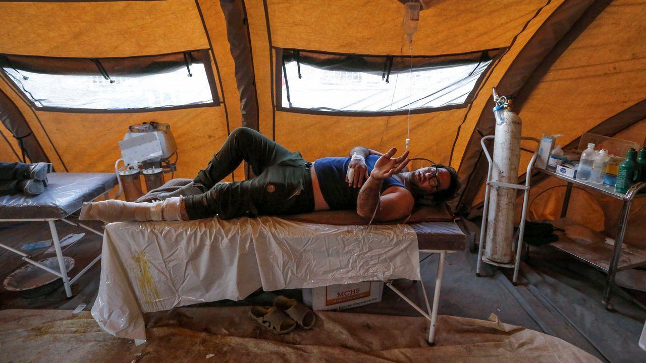 .Intervienen a una de las víctimas del terremoto de Irán