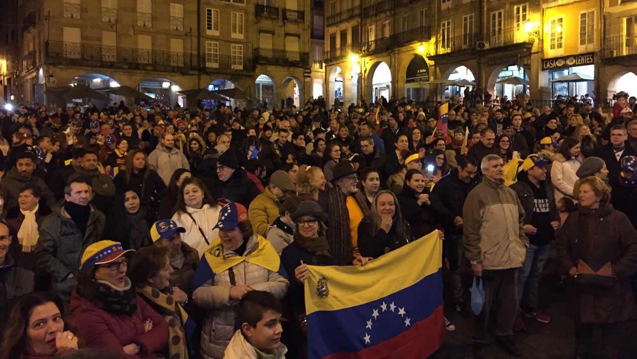 Concentración en Ourense capital.Ihcene Bouchaila abraza a su padre Abdelhalim en la mezquita de Lalín