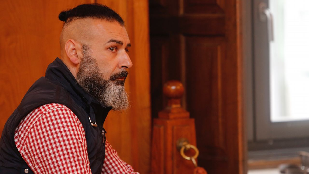 Segunda jornada del juicio a David Oubel, el parricida de Moraña.El fiscal Alejandro Pazos, el pasado jueves tras conocerse el veredicto del jurado