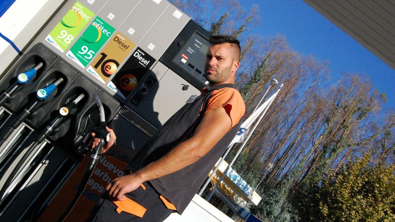 Javier Rodríguez y su familia evitaron que el fuego entrase en su gasolinera