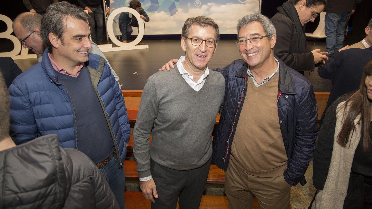 Feijoo acudió a la presentación de Aurelio Núñez como candidato del PP de Carballo.Gaspar Llamazares abandonando en el hemiciclo de la Junta
