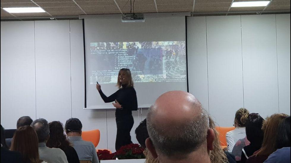 Eva Ballarin, investigadora culinaria, abrió la jornada de actualización en tendencias para profesores de FP de Hostalaría y Turismo de toda Galicia