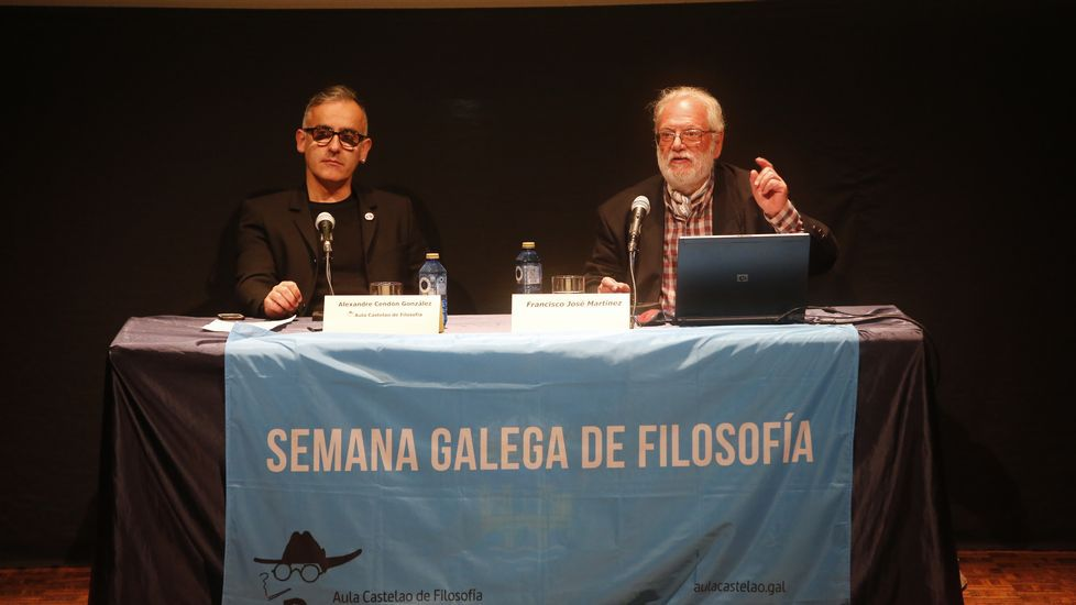Entrega de la nueva bandera a la Escuela Naval militar de Marín.Quique Alvarado y Pepe Bordallo