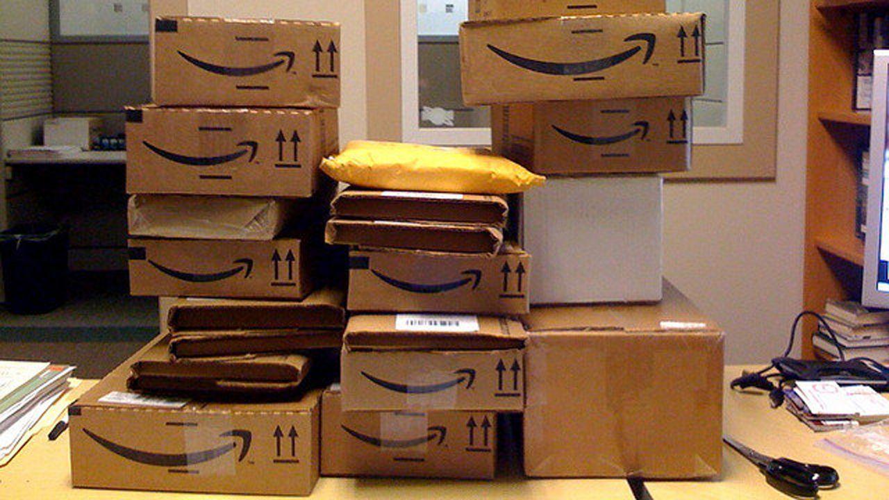 Cajas apiladas de Amazon