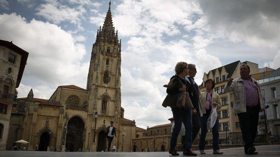 Las reliquias milenarias coronan Oviedo