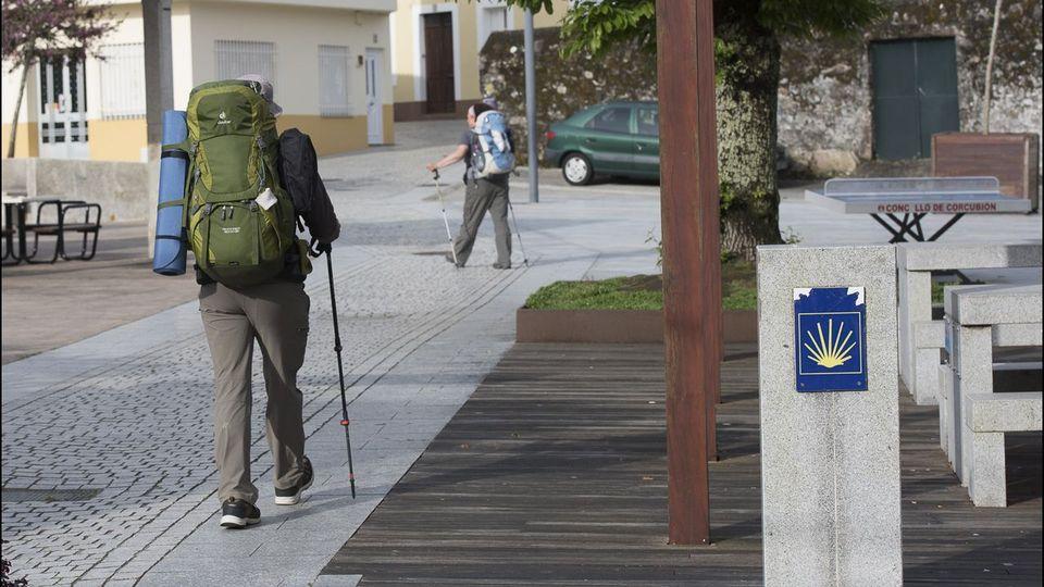 Los peregrinos pasan ya más tiempo en la zona que en Santiago