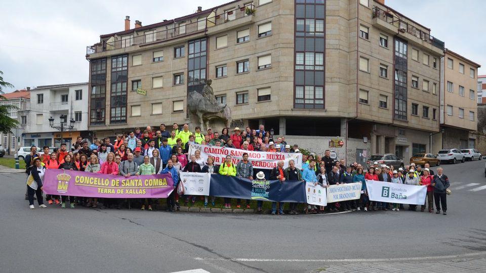 Más de 150 personas completan la segunda etapa del Camiño a Muxía por Brandomil