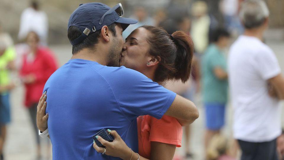 Dos peregrinos de Granada se dan el sí quiero en el Obradoiro
