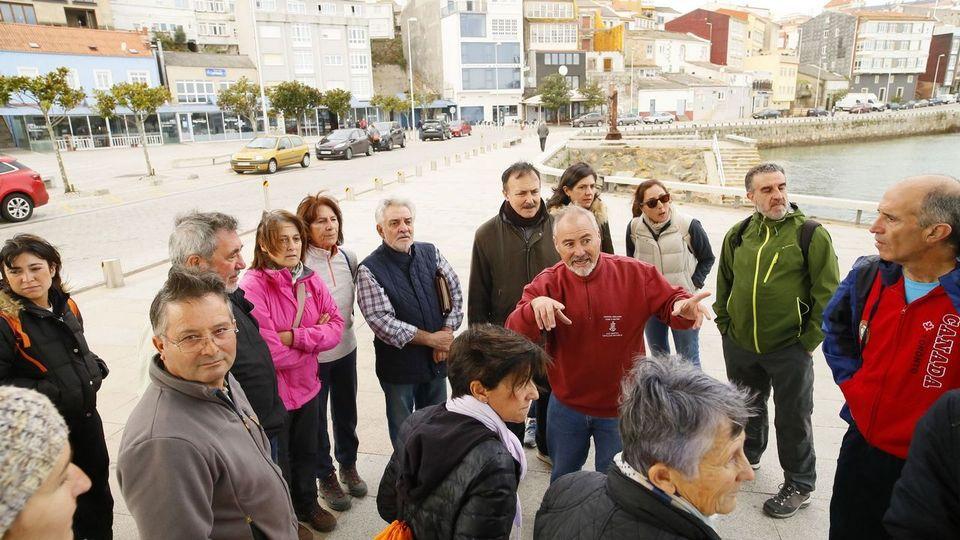 Camiñada en Fisterra por los 25 años del Xacobeo 93