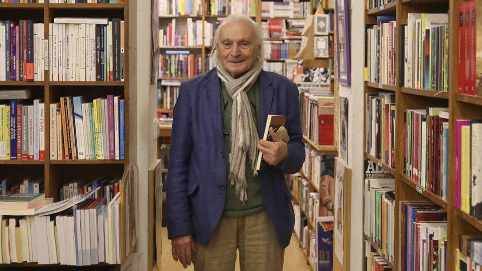 Rafael Silva, propietario de Follas Novas: «Nunca leí un libro que me fuese inútil»