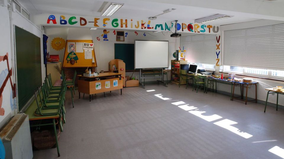 Más de un centenar de aulas cerradas y casi 2.500 casos de covid en los centros educativos gallegos