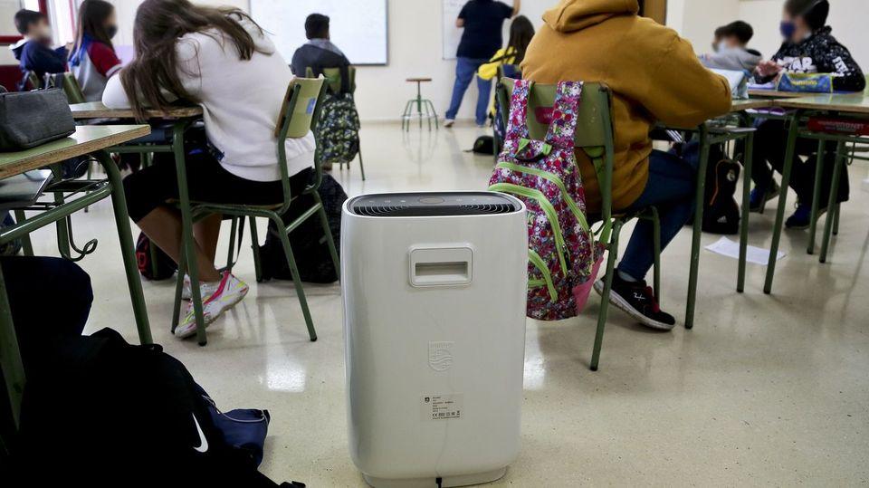 Una plataforma de padres y profesores reclama a la Xunta que deje de «bloquear» la instalación de purificadores en las aulas