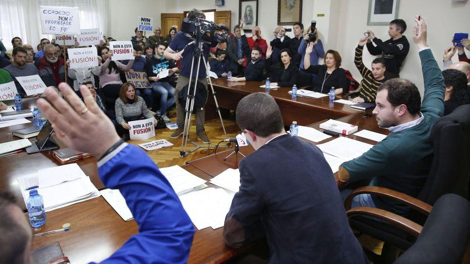 La Xunta decide volver a impulsar la fusión de ayuntamientos en Galicia