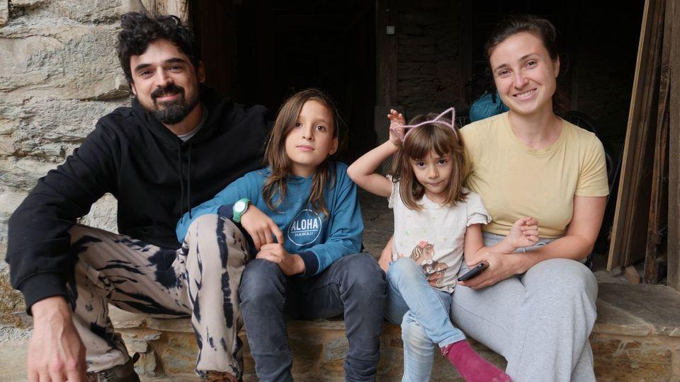 Entre montañas y casas centenarias: así viven los más jóvenes de Galicia