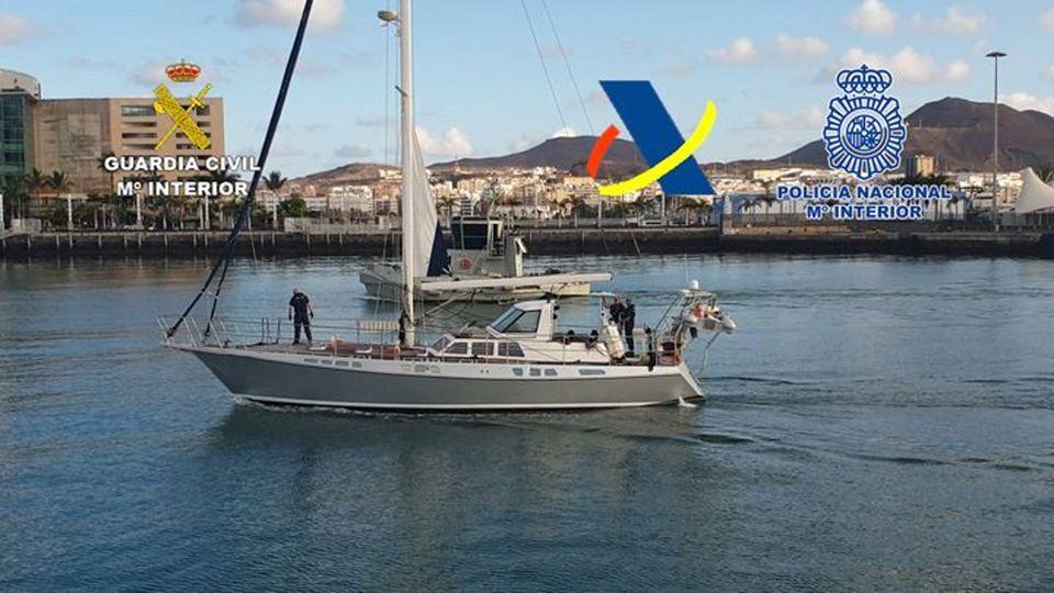 Interceptan un velero con 1.200 kilos de cocaína cuando navegaba frente a las costas canarias