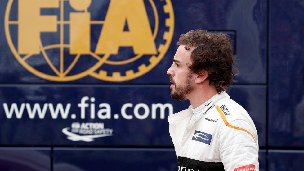 Lara Álvarez y Fernando Alonso.Fernando Alonso, después de retirarse en Mónaco