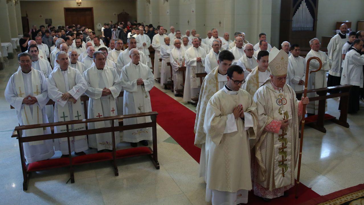 El papa Francisco junto a los 34 obispos chilenos