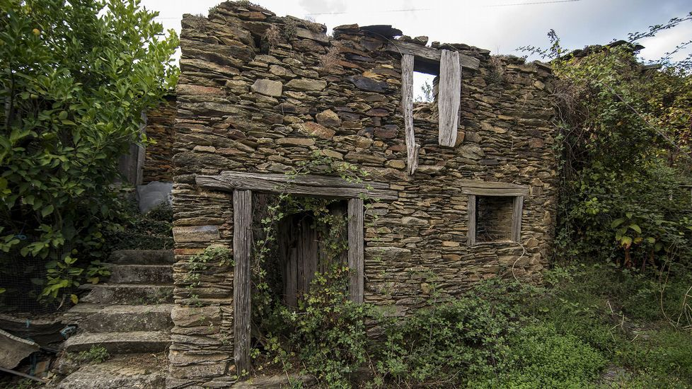 Ruinas de una construcción tradicional en Pozos