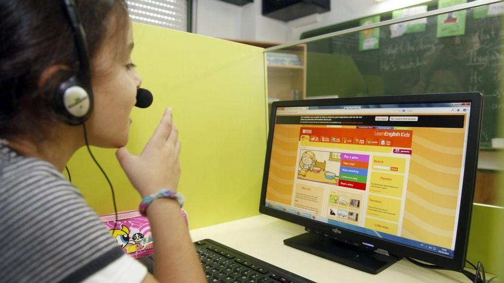 La educación multilingüe, en la que intervengan una lengua nacional o regional y otra más extranjera, solo será enriquecedora después de que el educando aprenda a leer y escribir en la suya materna