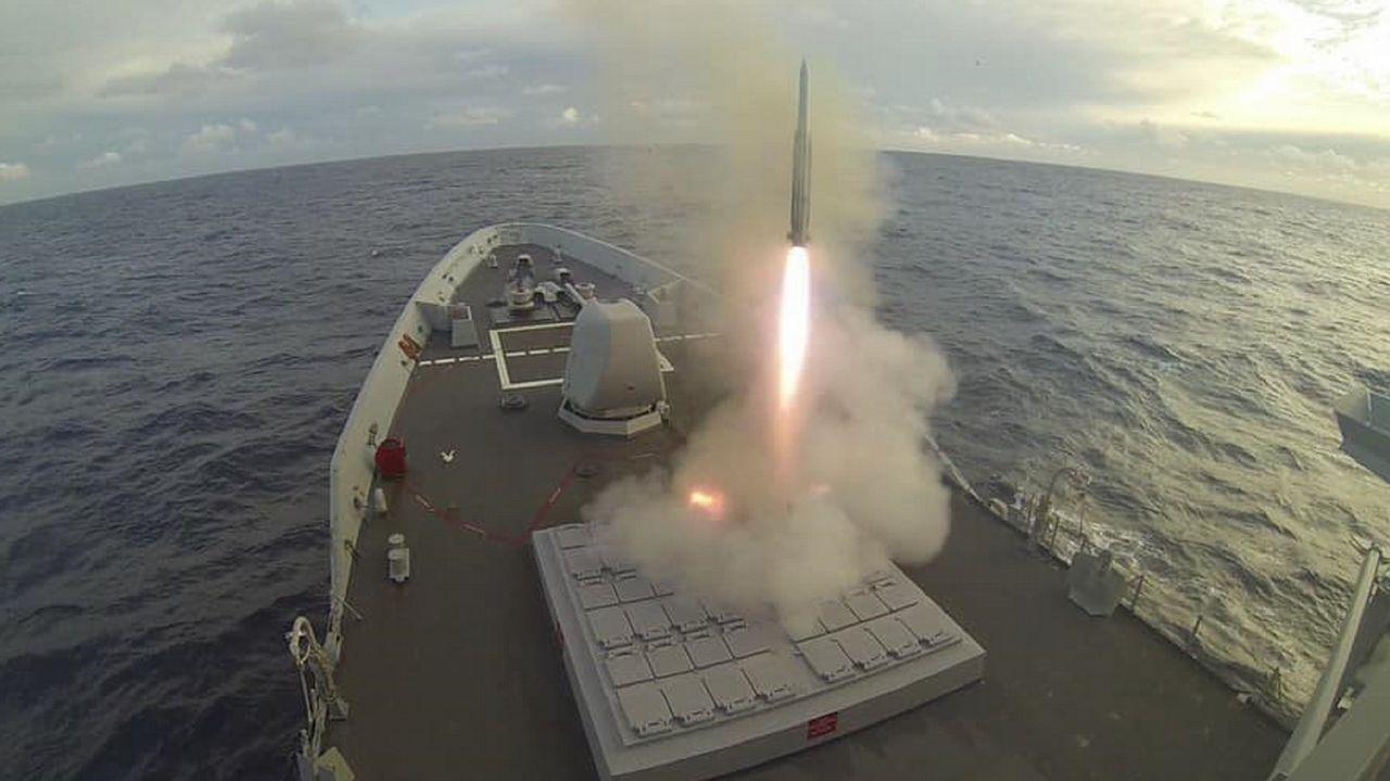 Así fue el lanzamiento de un misil en la fragata «Álvaro de Bazán».