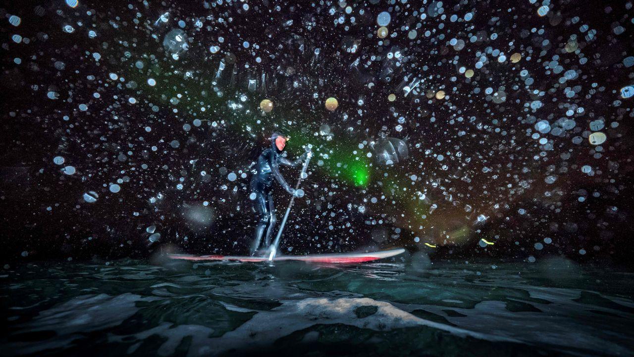 La francesa Myrtille Heissat durante una prueba de Stand Upp Paddle en Unstad (Noruega)
