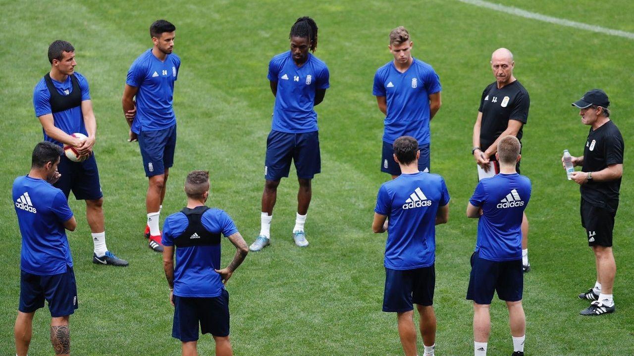 .Los jugadores del Real Oviedo durante un entrenamiento en el Carlos Tartiere