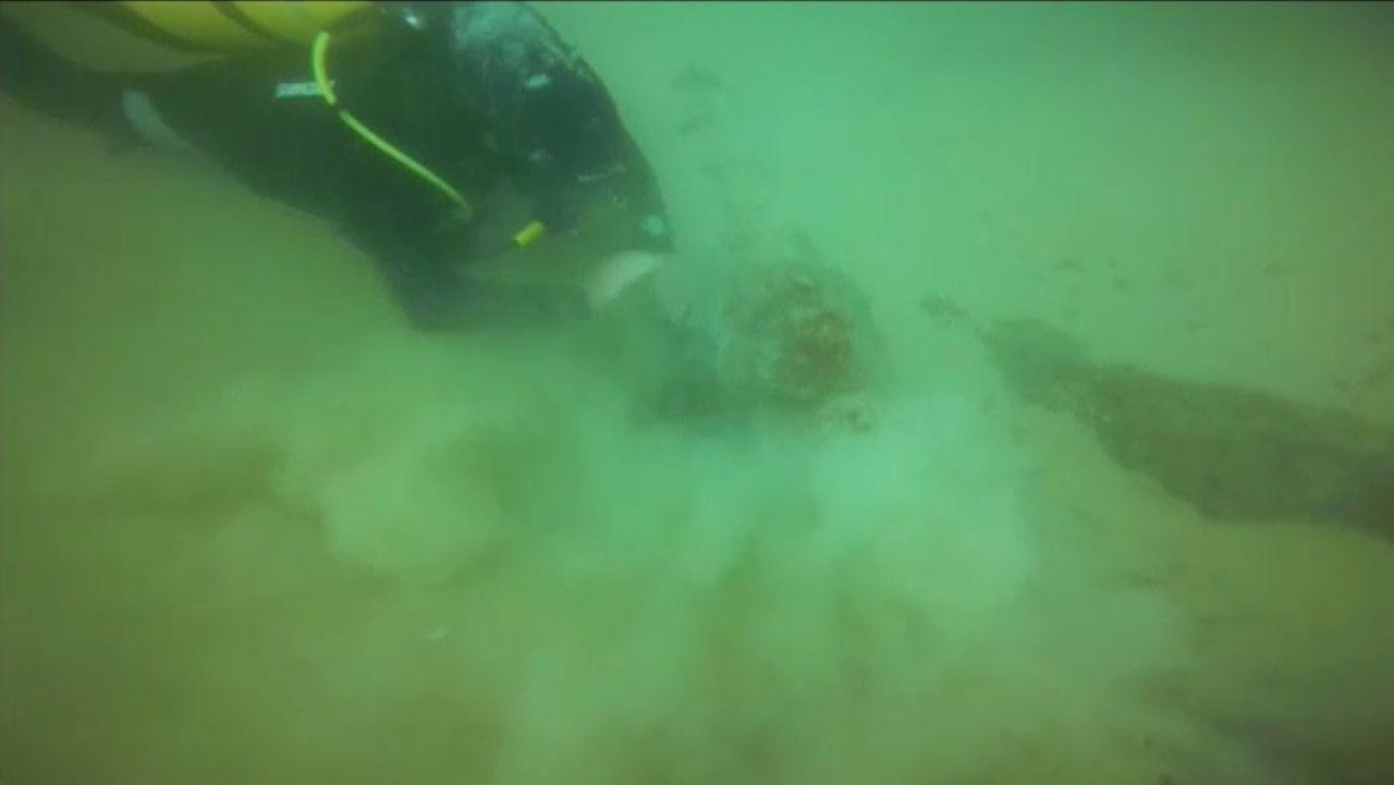 Arqueólogos portugueses encuentran a 12 metros bajo el mar un barco de 1575