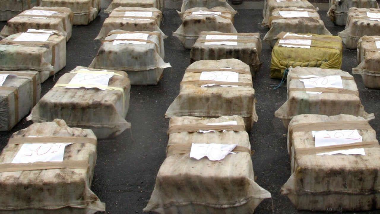 Así opera el Servicio de Bienes Decomisados al Narcotráfico.Foto de archivo de varios fardos de cocaína incautados por la Policía Nacional