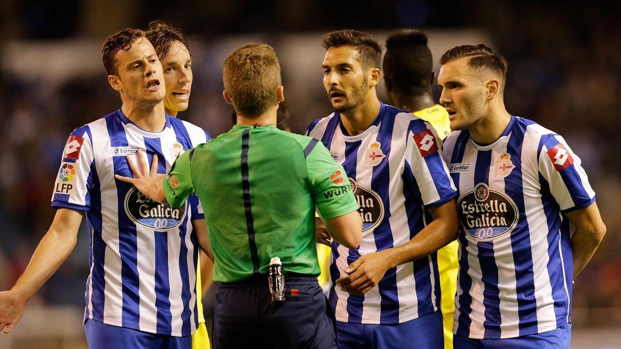 Rueda de prensa de Seedorf antes de viajar a Valencia.Seedorf y Tino Fernández charlan antes del inicio del partido