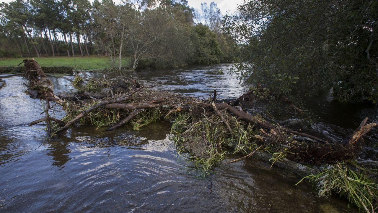 Río desbordado a su paso por Torelo, en Vimianzo.Río grande desbordado a su paso por Torelo, en Vimianzo