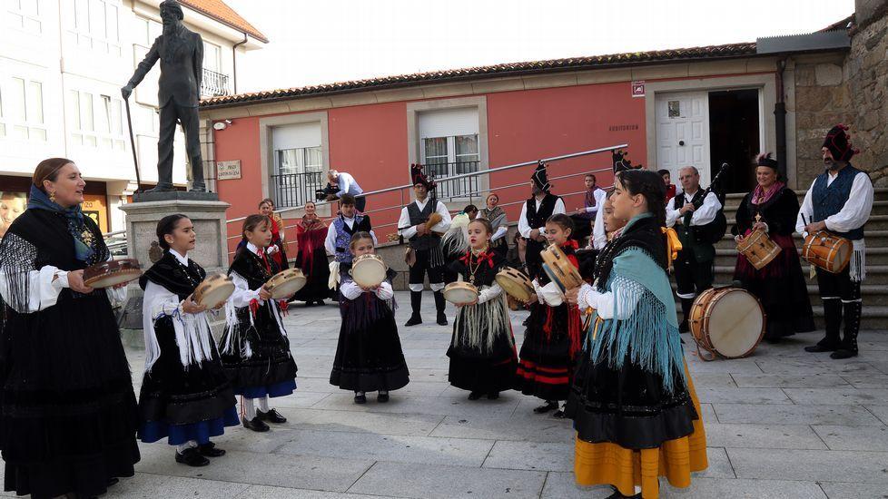 Ofrenda floral por el 150 aniversario del nacimiento de Valle - Inclán.