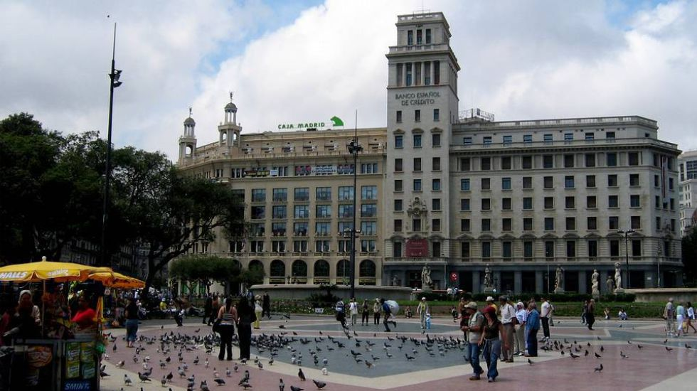 En el corazón de Barcelona. Ortega adquirió por 44 millones de euros la antigua sede de Banesto en plaza Catalunya, cuyo local comercial compró hace dos años.