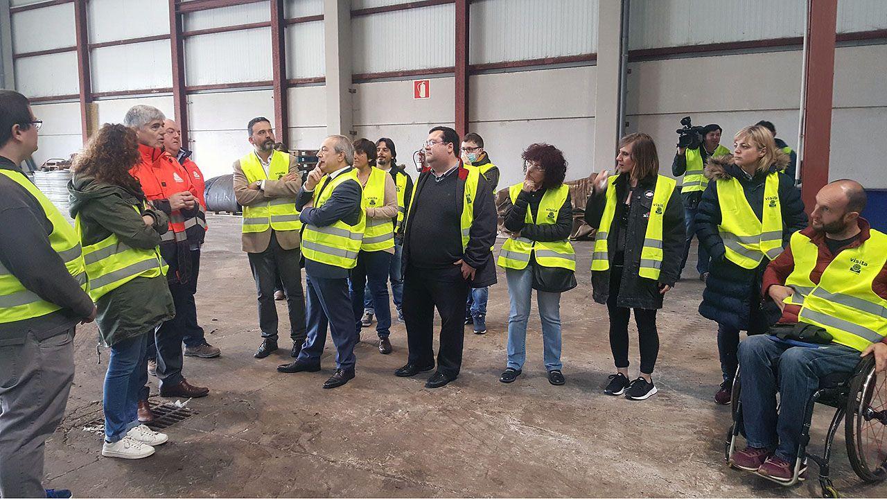 La corporación de Oviedo, con el alcalde, Wenceslao López, al frente, en su visita a las instalaciones de Cogersa