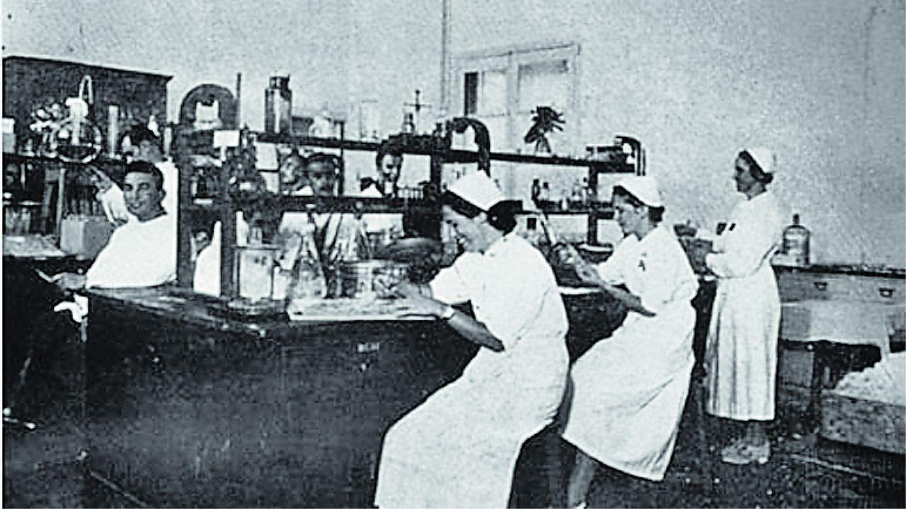 Ramona Vaamonde fue una de las voluntarias del laboratorio de Farmacia Militar de Santiago