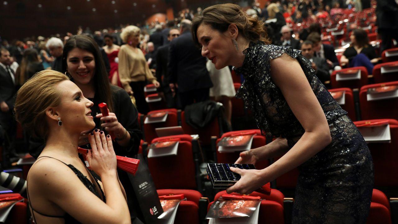 .Aura Garrido y Emily Mortimer, minutos antes de comenzar la gala.