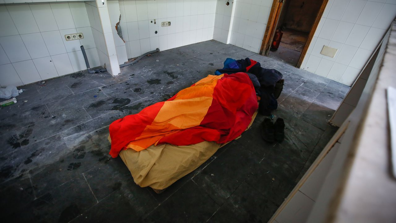 El Remanso, convertido en albergue para los sintecho.Almeida y Villacís se dan la mano en una foto distribuida por Ciudadanos