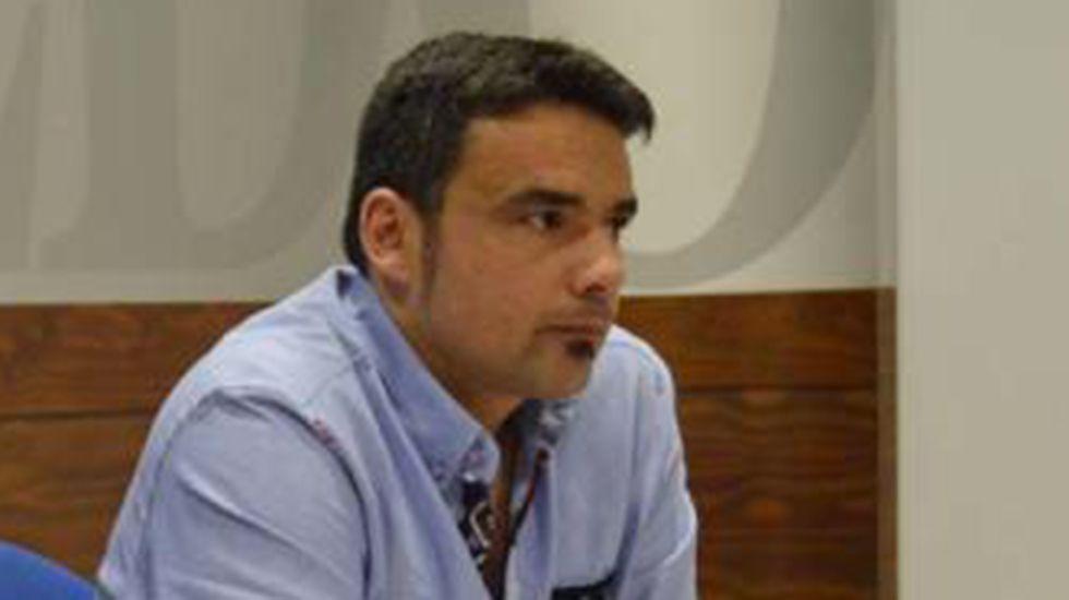 Rubén Rosón se dirige a Agustín Iglesias Caunedo, al término de un pleno de Oviedo.Iván Álvarez, concejal de Interior del Ayuntamiento de Oviedo