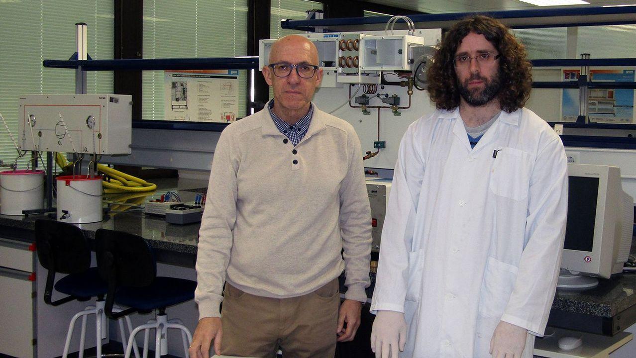 Aprovechar residuos ganaderos. José Manuel Magide, a la izquierda, es el responsable del proyecto, en el que colabora el ingeniero Hiram Varela, a la derecha.