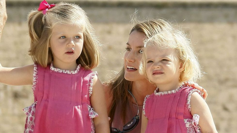 .Las infantas con Letizia Ortiz en agosto del 2009 en Mallorca.