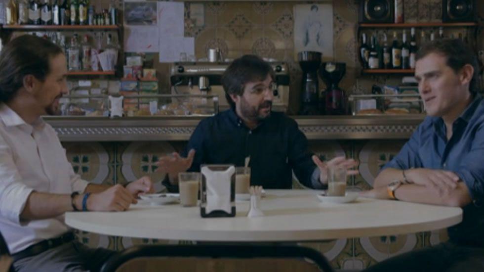 Promo de «Salvados»: Pablo Iglesias y Albert Rivera, cara a cara.Pedro Sánchez, en la imagen con el presidente de la Academia de Cine, Antonio Resines, se comprometió a rebajar el IVA cultural del 21 % al 10 %, porque «España no puede ser una anomalía en Europa».